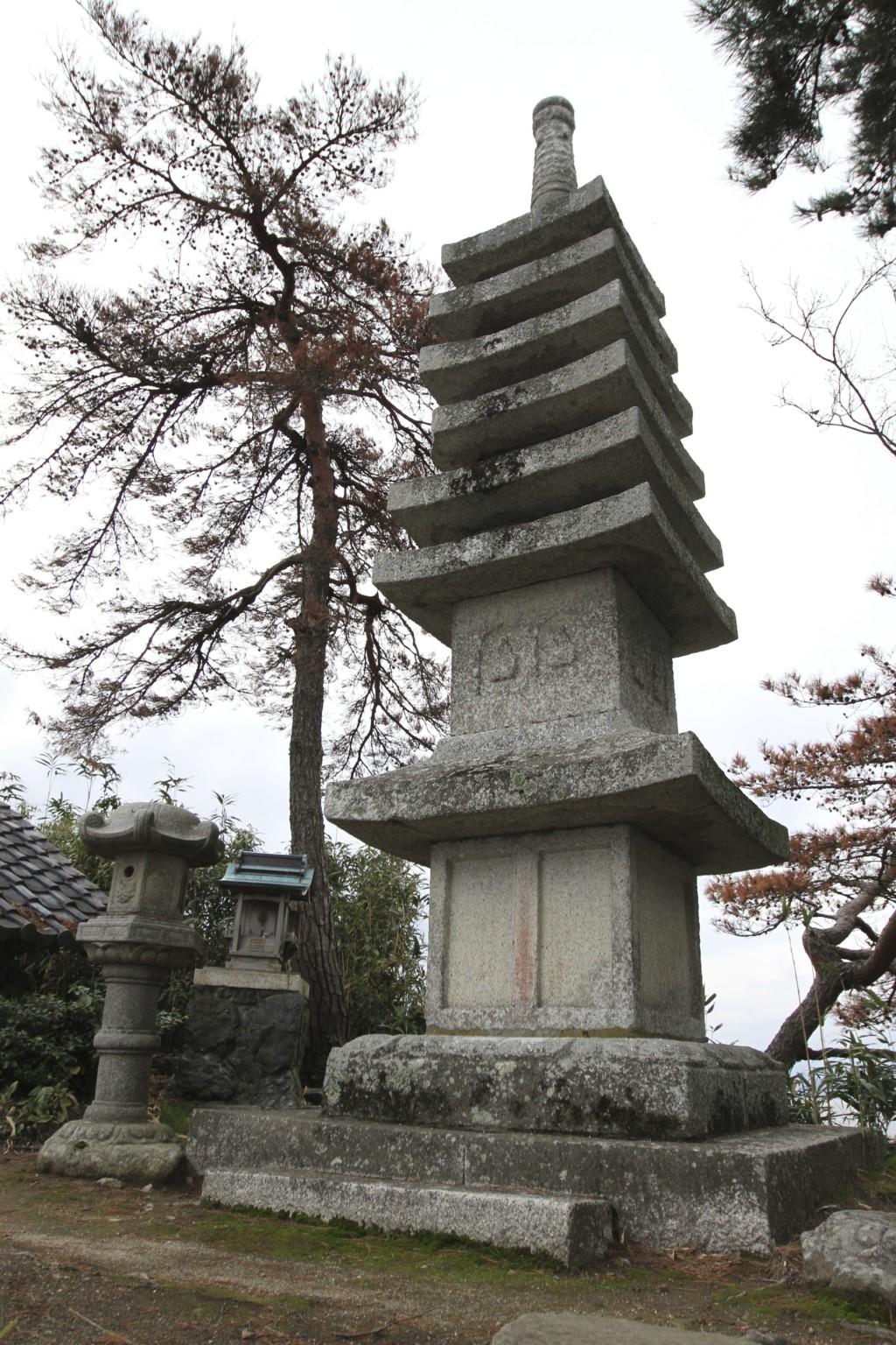 「石造七重層塔」