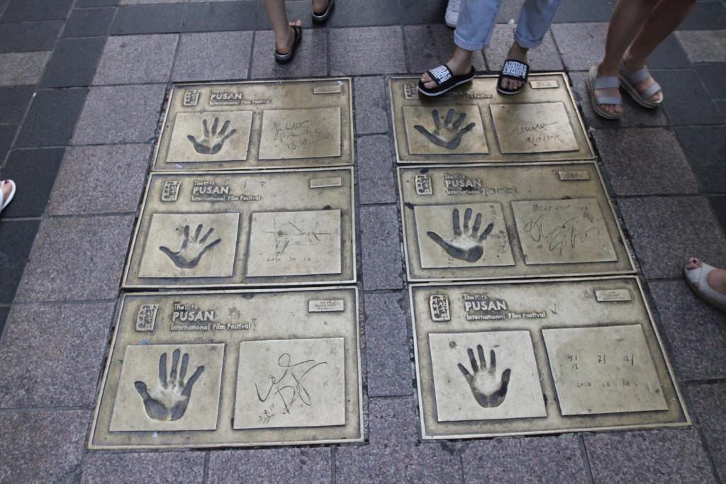 有名人の手形が多数