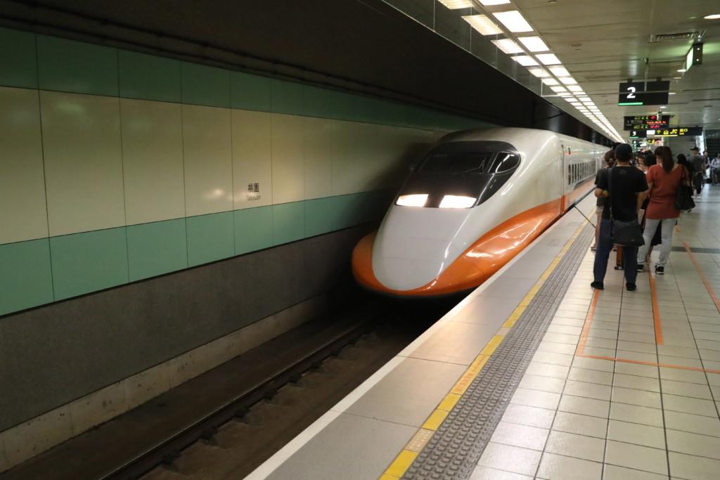 台湾新幹線へ乗車