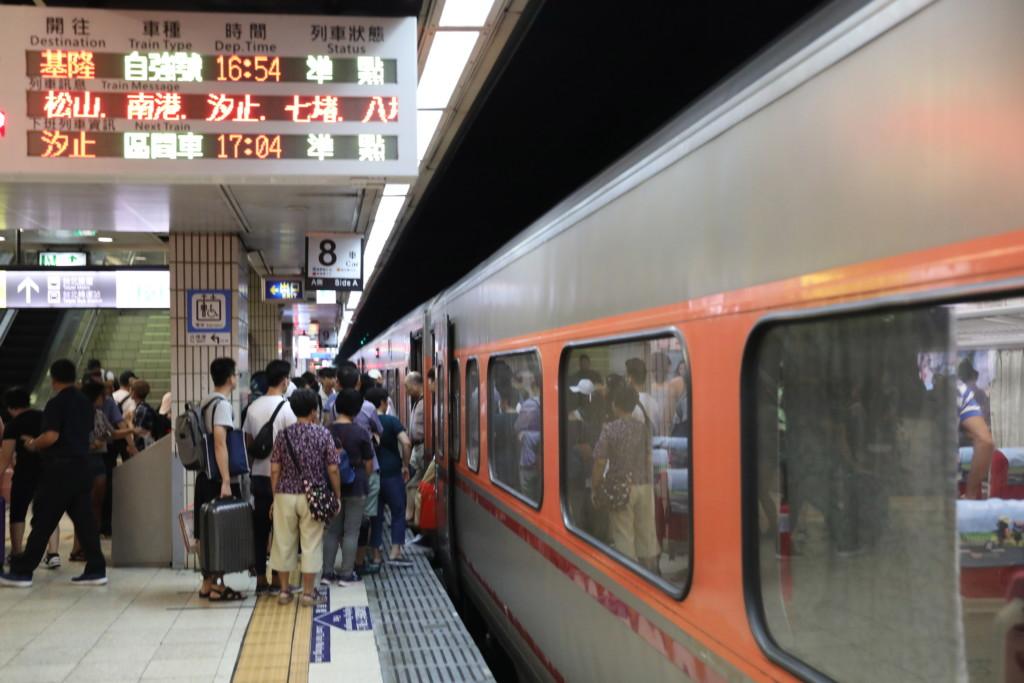 台北駅へ到着