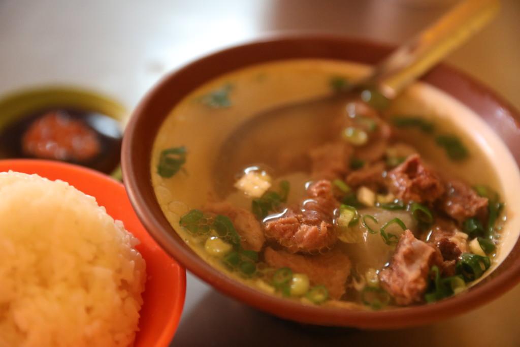 牛腩湯と白米