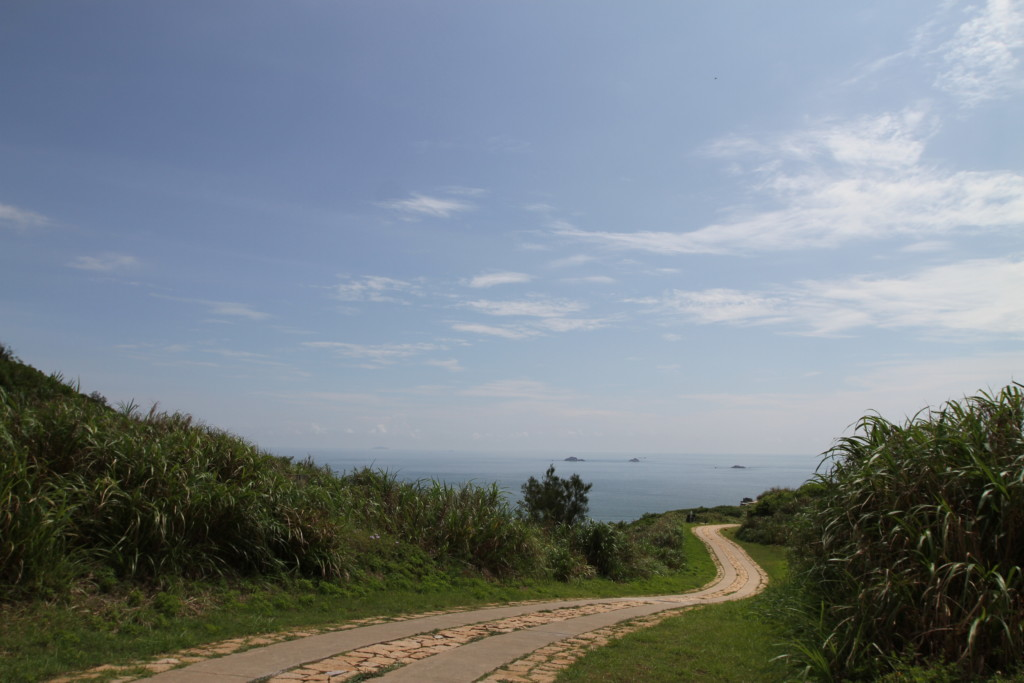 整備の行き届いた島内の道路