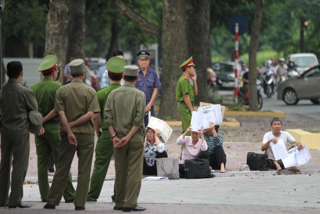抗議活動中の市民