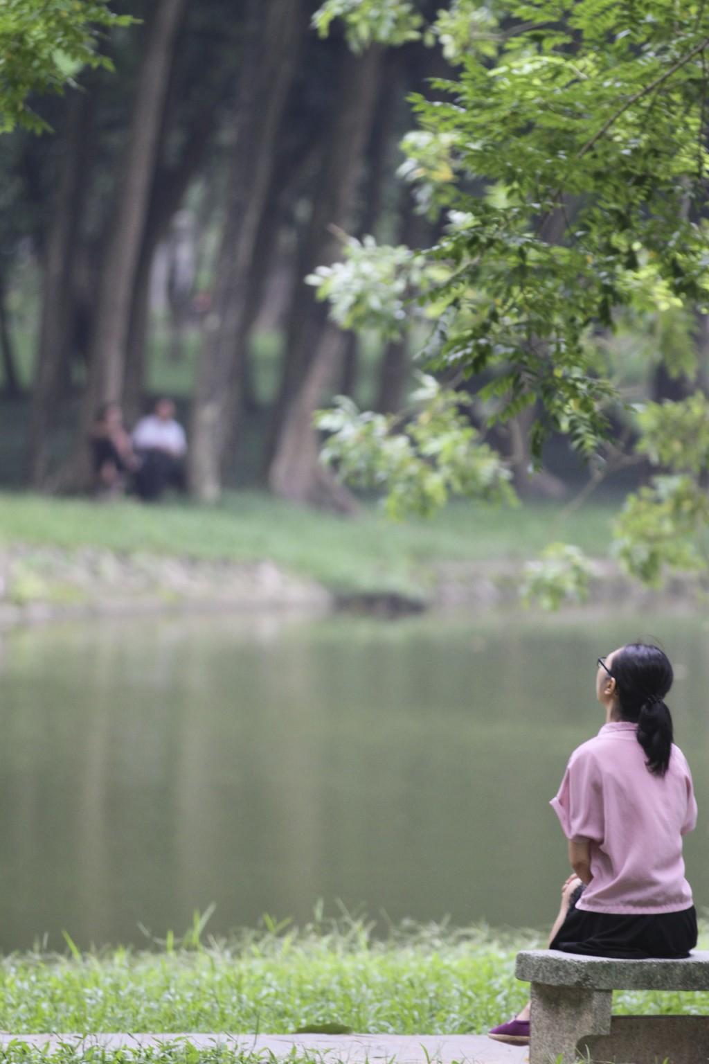バックタオ公園(植物園)の湖畔にて