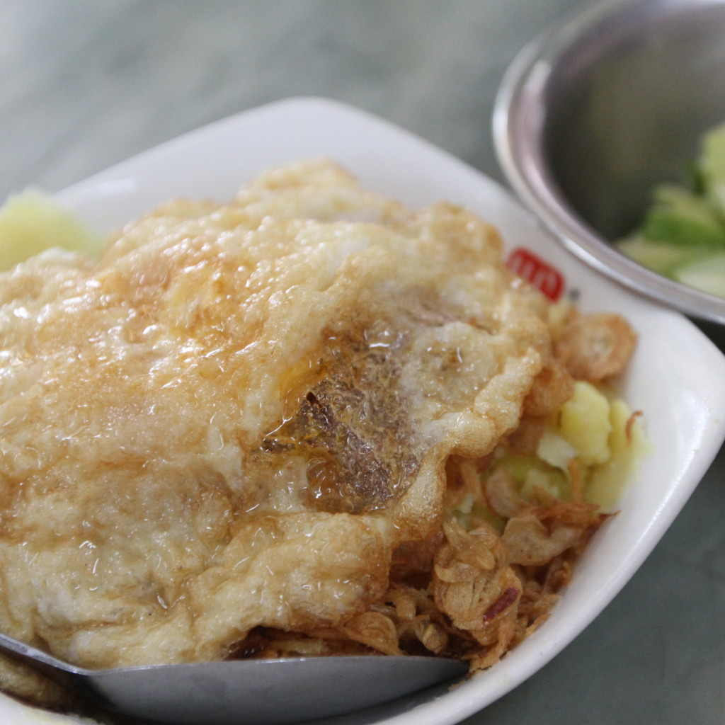 Xôi trứng ốp(卵焼き乗せご飯)