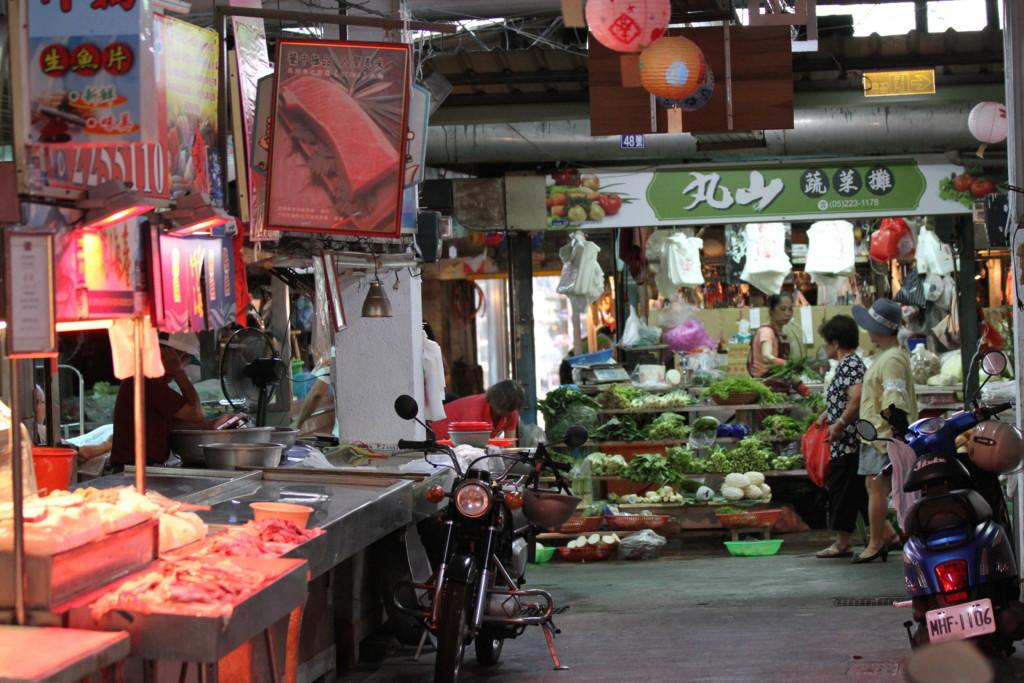 野菜、精肉などの専門店たち