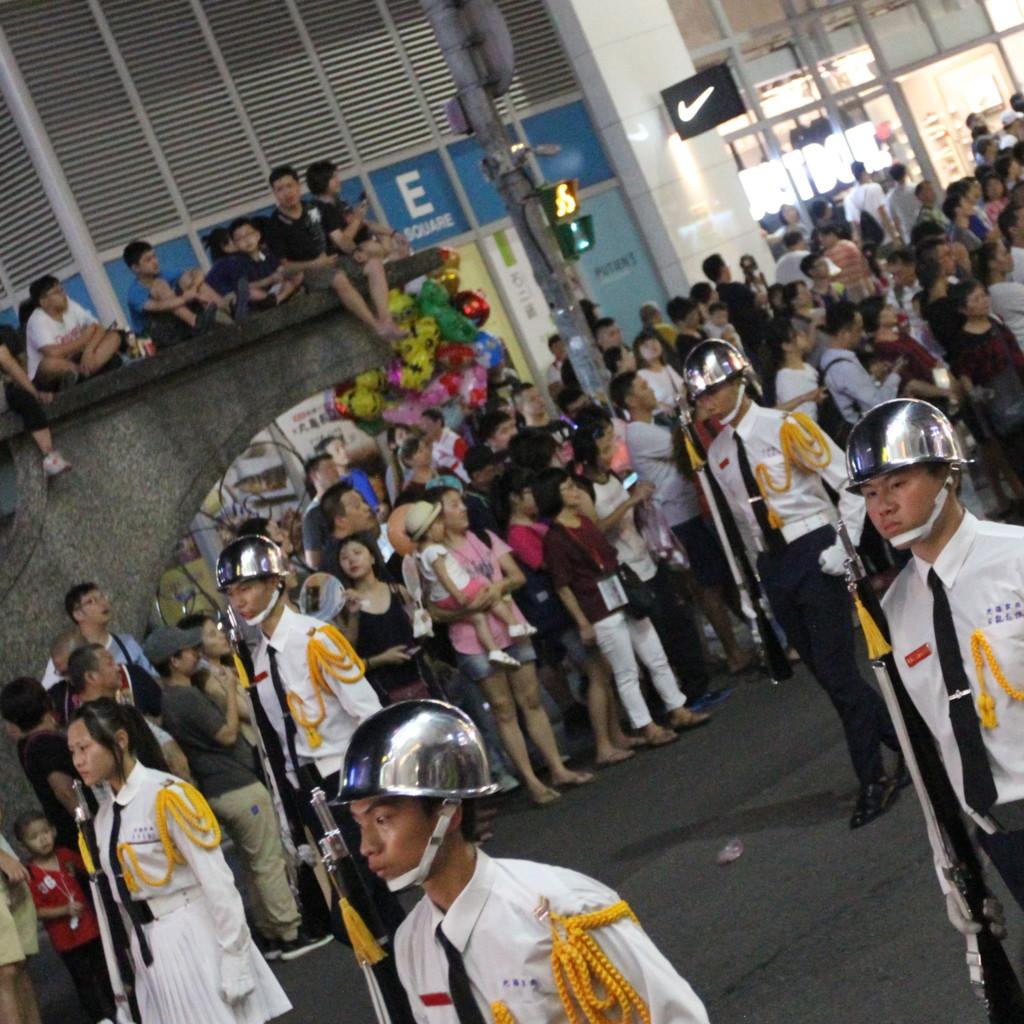 「軍隊」風のパレード