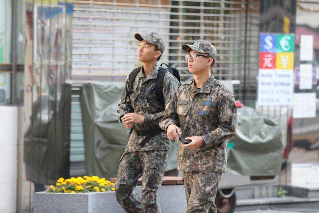 兵役中の若者たち