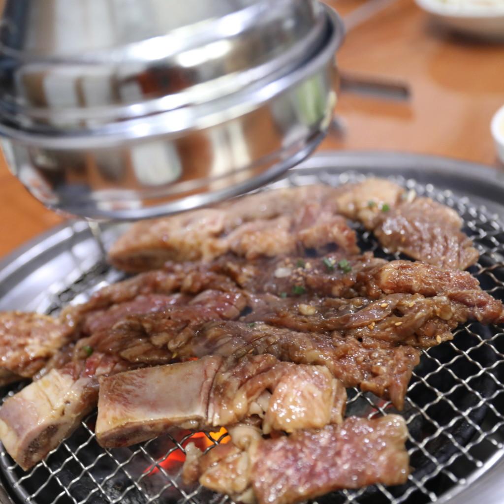 韓国の焼肉では「必須アイテム」の、排気ダクト