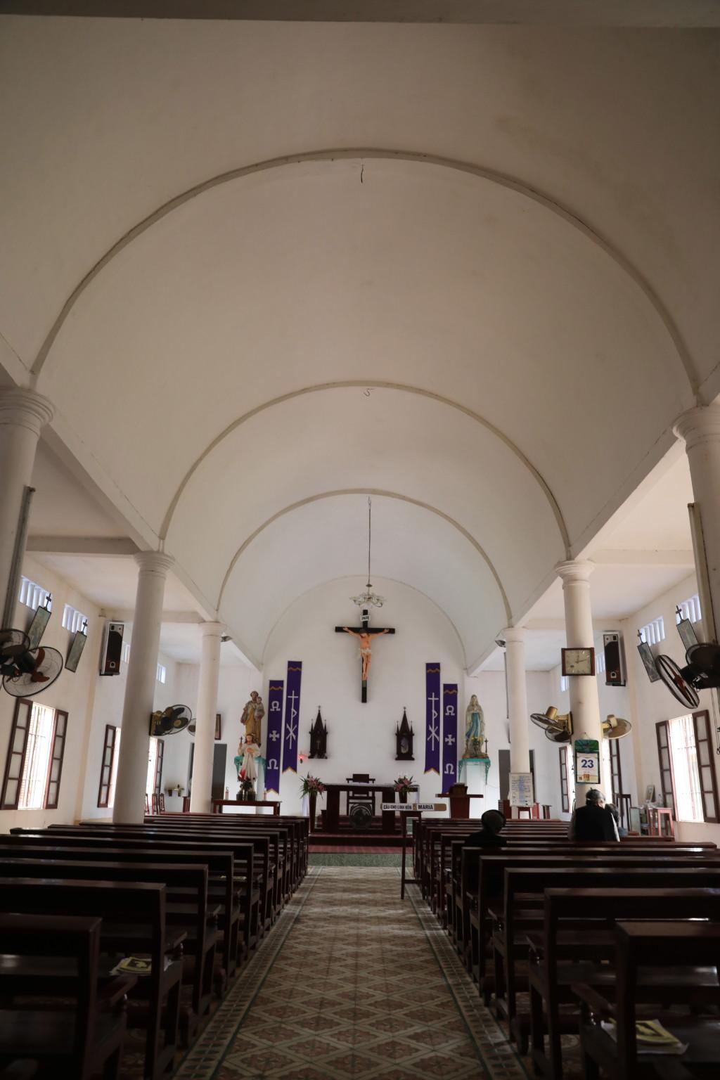 ドゥオンラム・カトリック教会(内部)