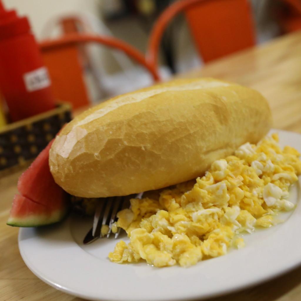 フランスパンは「ベトナム日常食」の一つ