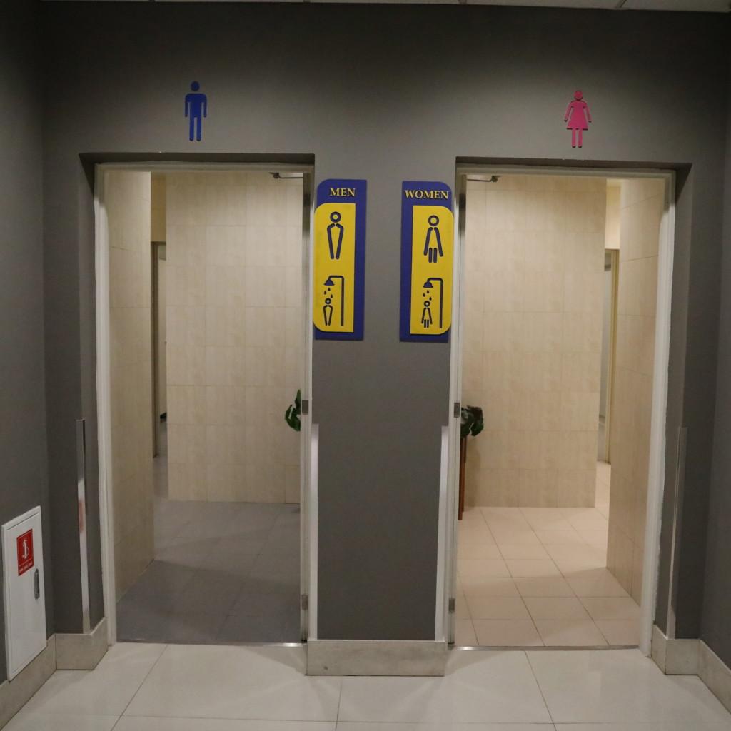 トイレ(シャワーもここにある)の入口