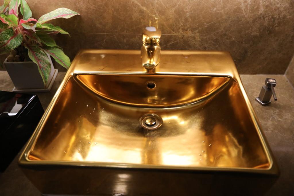 無駄に「ゴージャス」感ある、お手洗い