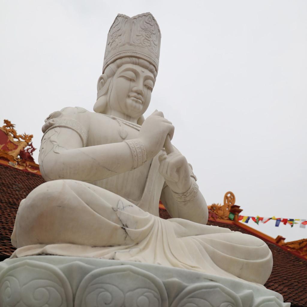 白い仏像?