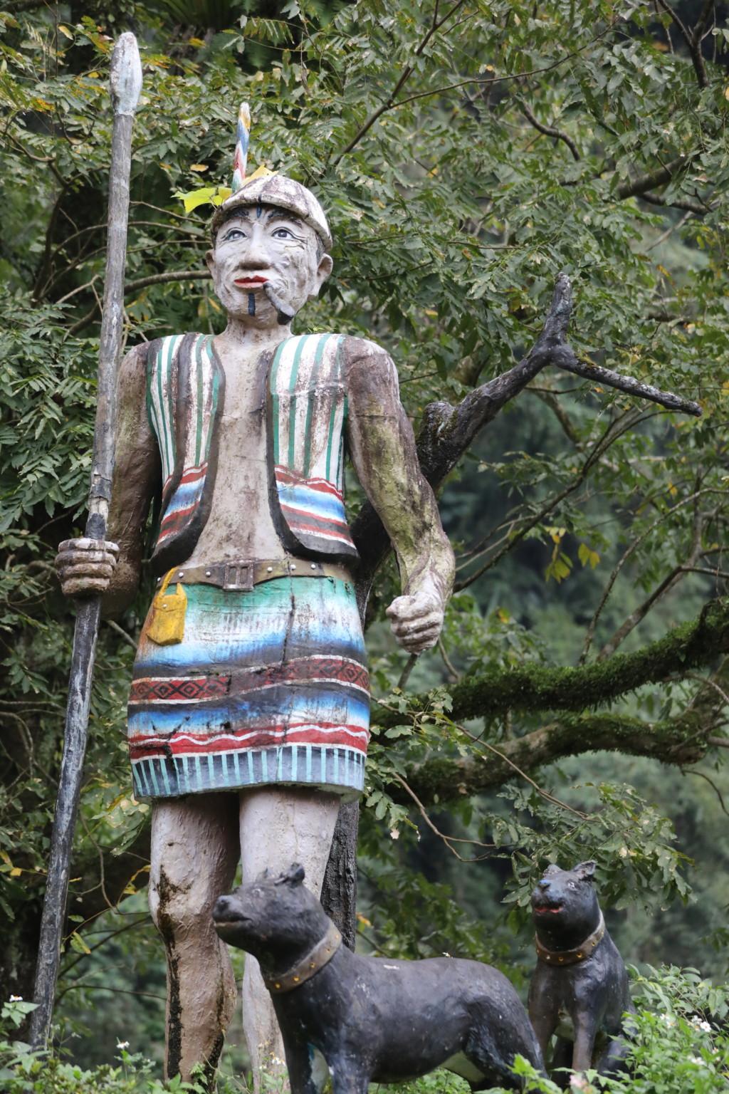 木彫りの像