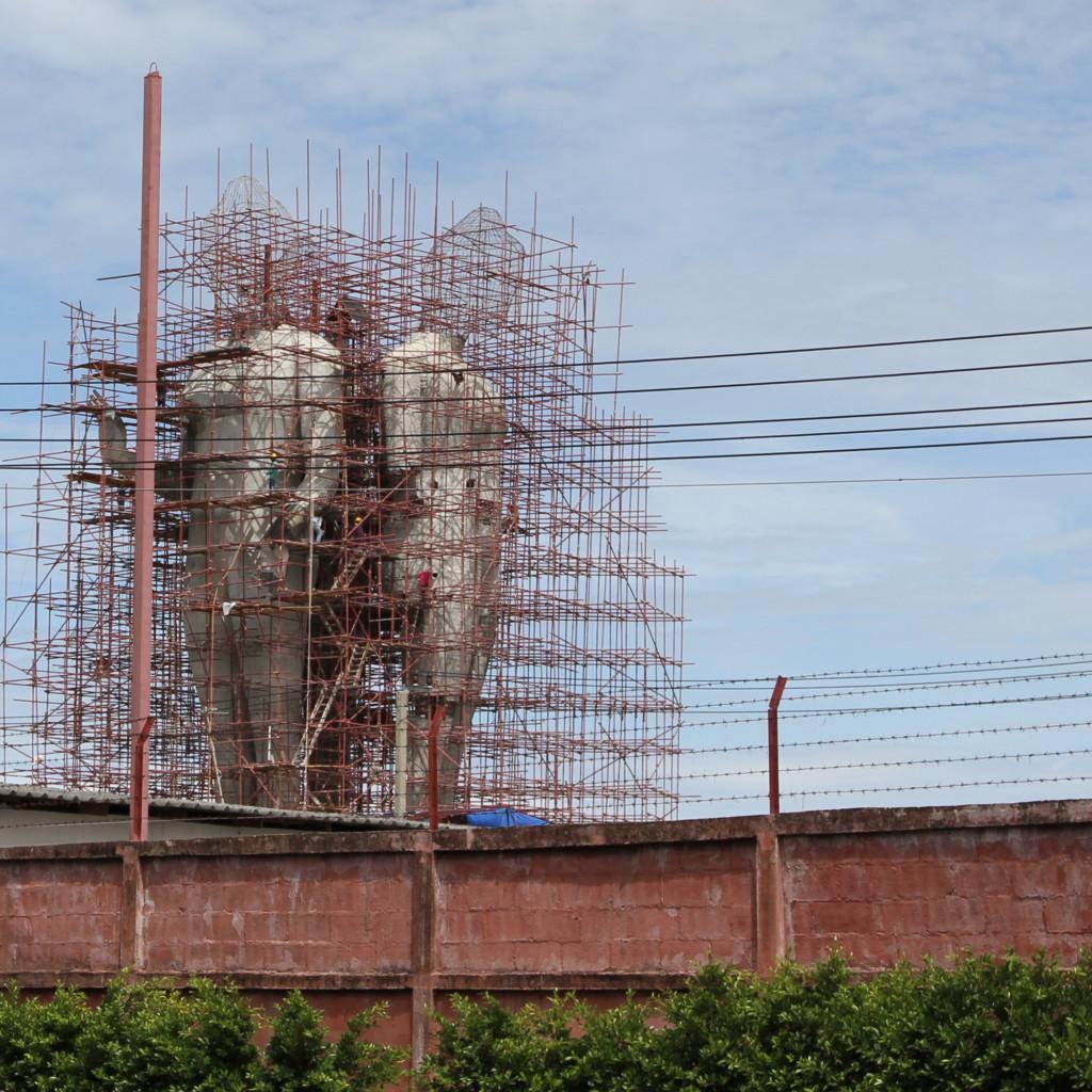 建設中の仏像