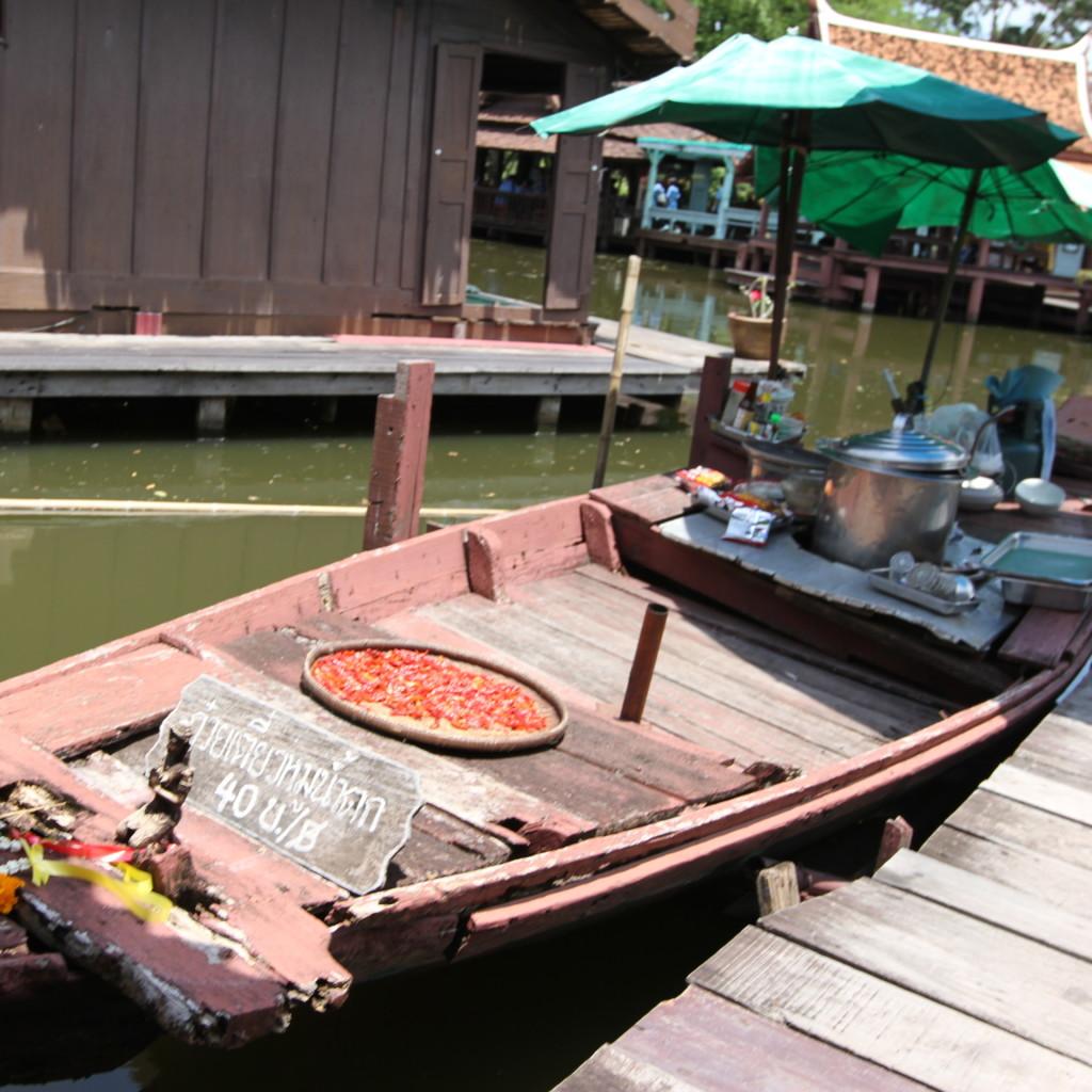 水上ボートは、展示品じゃなくて、本当に使われているもの